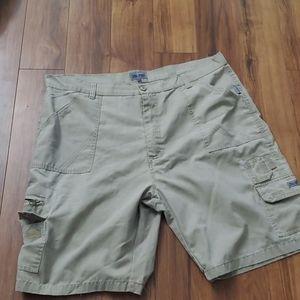 $20 Mens size 42 cargo shorts